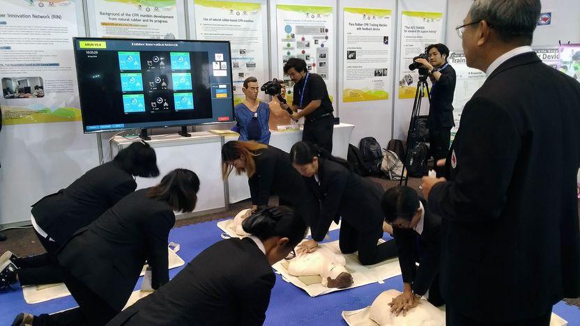 หุ่นจำลองช่วยฝึกการช่วยชีวิตผู้ป่วยฉุกเฉินทำจากยางพารา