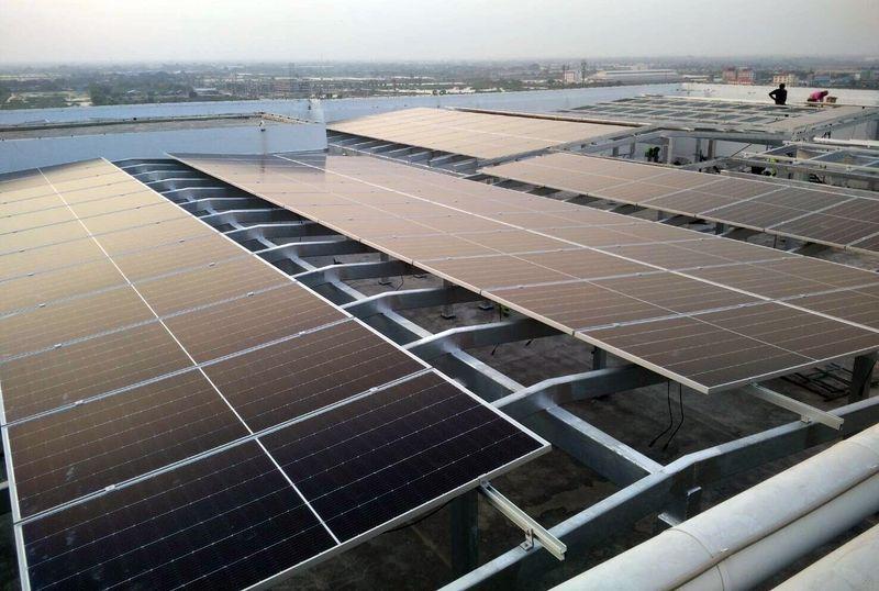 ม.มหิดล ริเริ่มใช้ Solar Cell Rooftop ที่ สถาบันการแพทย์จักรีนฤบดินทร์ คณะแพทยศาสตร์ รพ.รามาธิบดี หวังลดค่าใช้จ่าย และนำมาพัฒนาระบบให้บริการผู้ป่วย