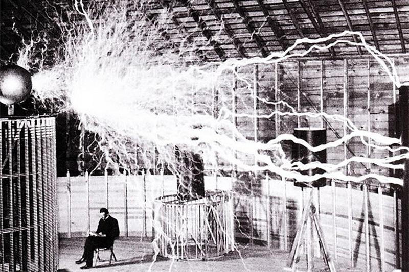นิโกลา เทสลา ผู้ส่งพลังงานไฟฟ้าไร้สายข้ามยุคสมัย